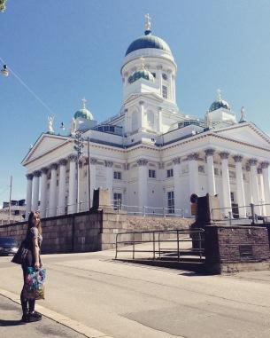 Przed katedrą w Helsinkach